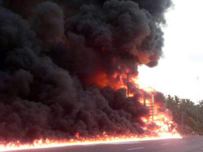 Truk Berisi BBM Meledak di Depan SPBU Katibung