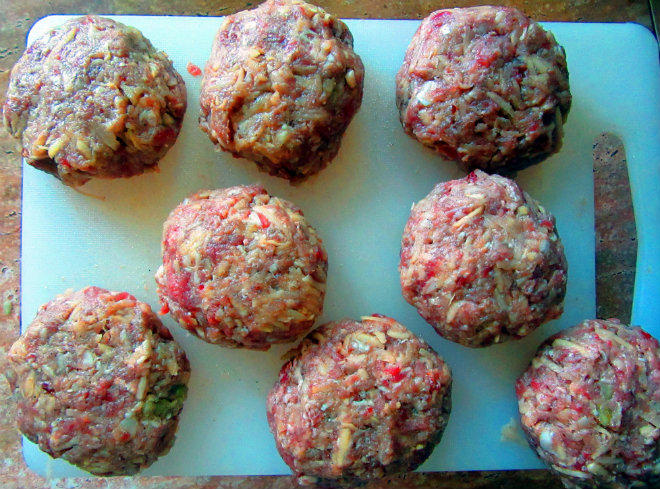 Beef and potato patties in béchamel sauce by Laka kuharica: form 8 tennis ball sized patties.