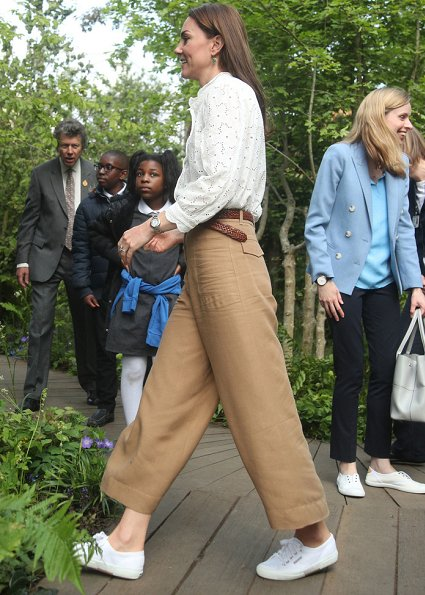 Kate Middleton wore M.i.h Jeans Mabel shirt, Superga Linea sneaker, Monica Vinader onyx earrings