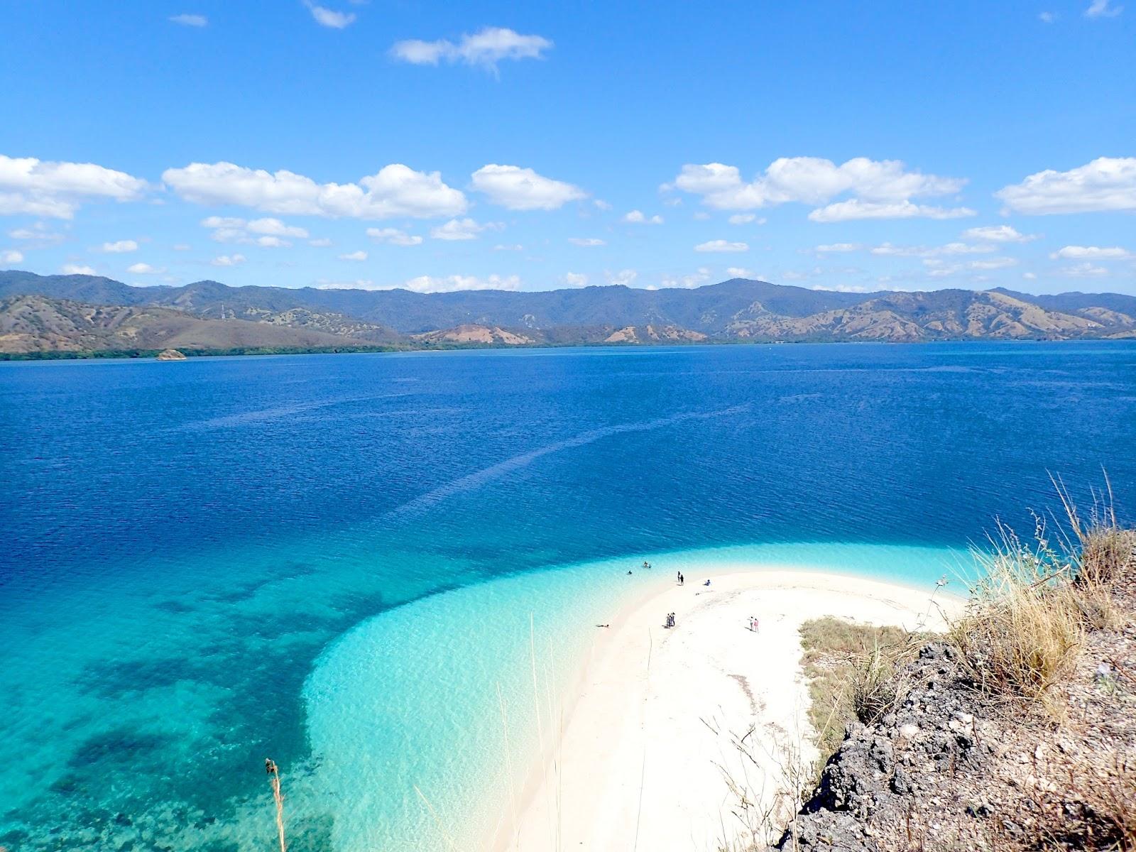 17 Island Marine Park, Three Color Lake, Pink Beach and Komod National Park 10 Days