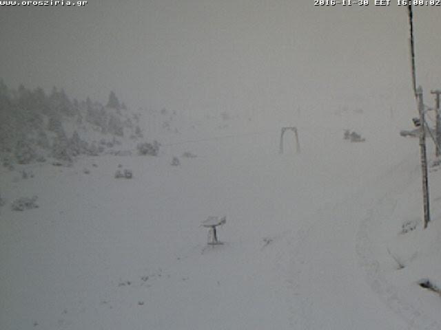 Μόνο με αντιολισθητικές  αλυσίδες η κίνηση προς το χιονοδρομικό της Ζήρειας