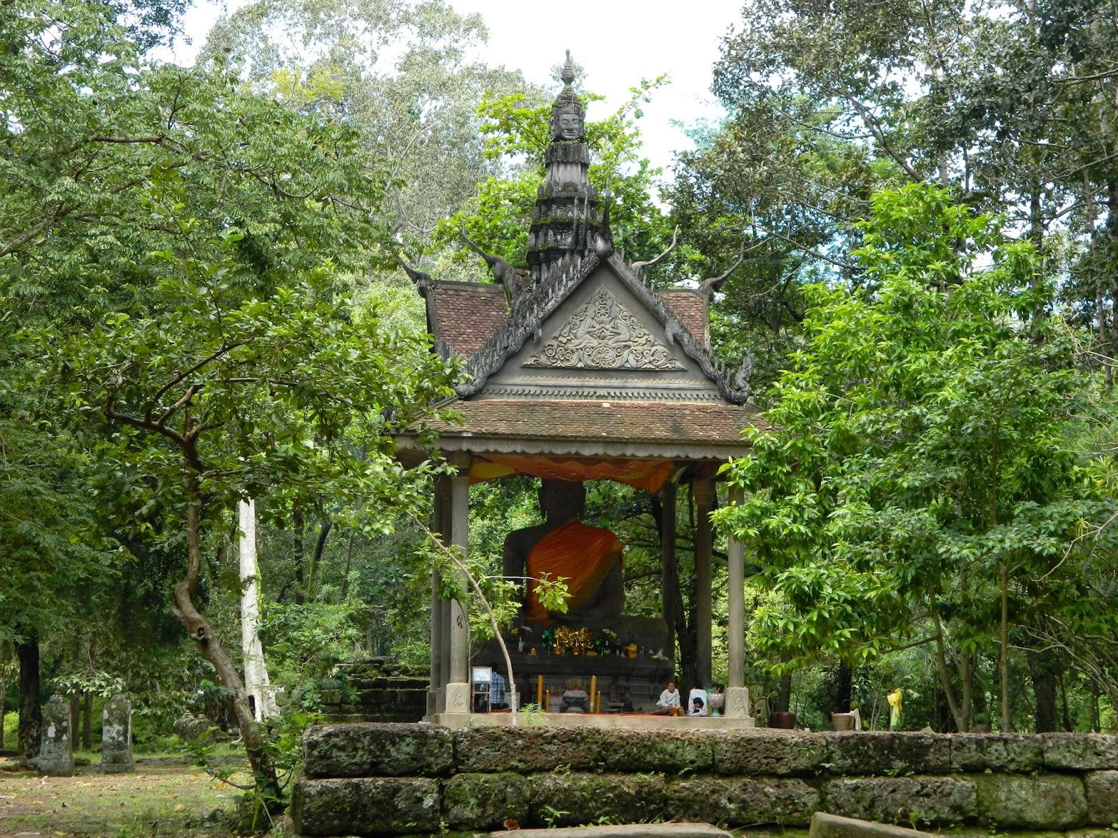 Big Buddha  near the Bayon compled