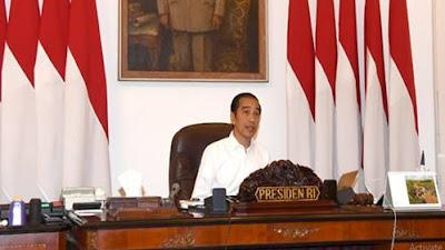 FOTO : Gaya Ekspresi Presiden Joko Widodo Saat Memimpin Rapat Terbatas Via Telekonfrensi