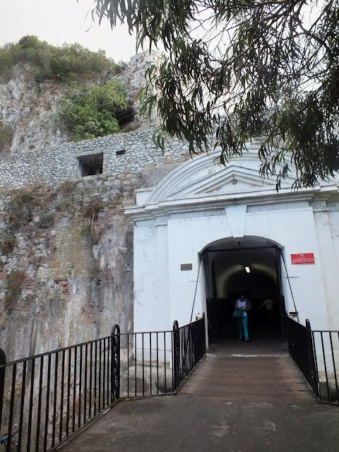 túneles en el peñón de gibraltar