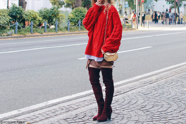 Japanese Fashon Blogger,Mizuho K,2017/11/25OOTD,parple stripe shirt,GU=oversize red knit sweater,Hair clip,H&M=faux leather brown skirt,SheIn=gold crossbody,bargundy over the knee boots