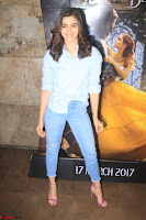 Alia Bhatt in Denim and jeans with NGO Kids 15.JPG