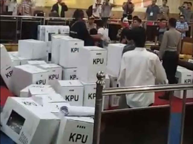 Polisi Amankan Sidang Pleno Rekapitulasi Suara di KPU Empat Lawang yang Ricuh