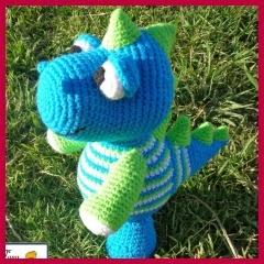 Dinosaurio de colores amigurumi