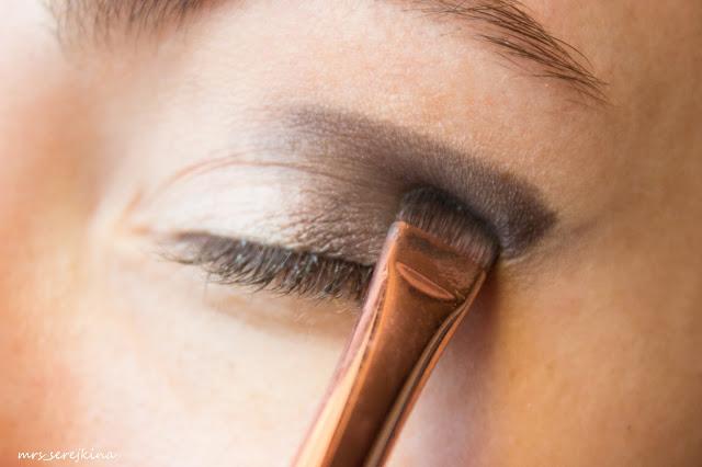 Universal evening make-up: step 4