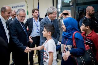 andrea riccardi accoglie i rifugiati dalla Siria