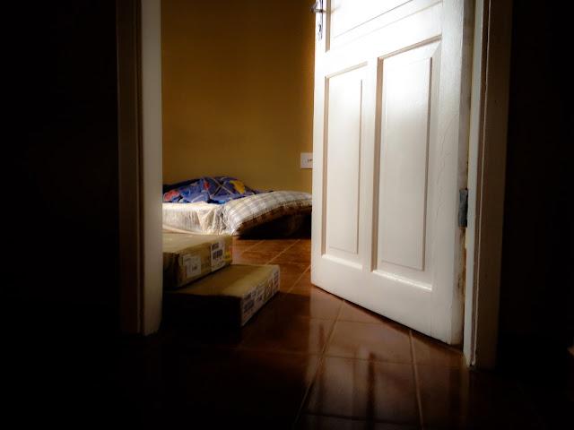 Foto do quarto em nosso primeiro dia da mudança