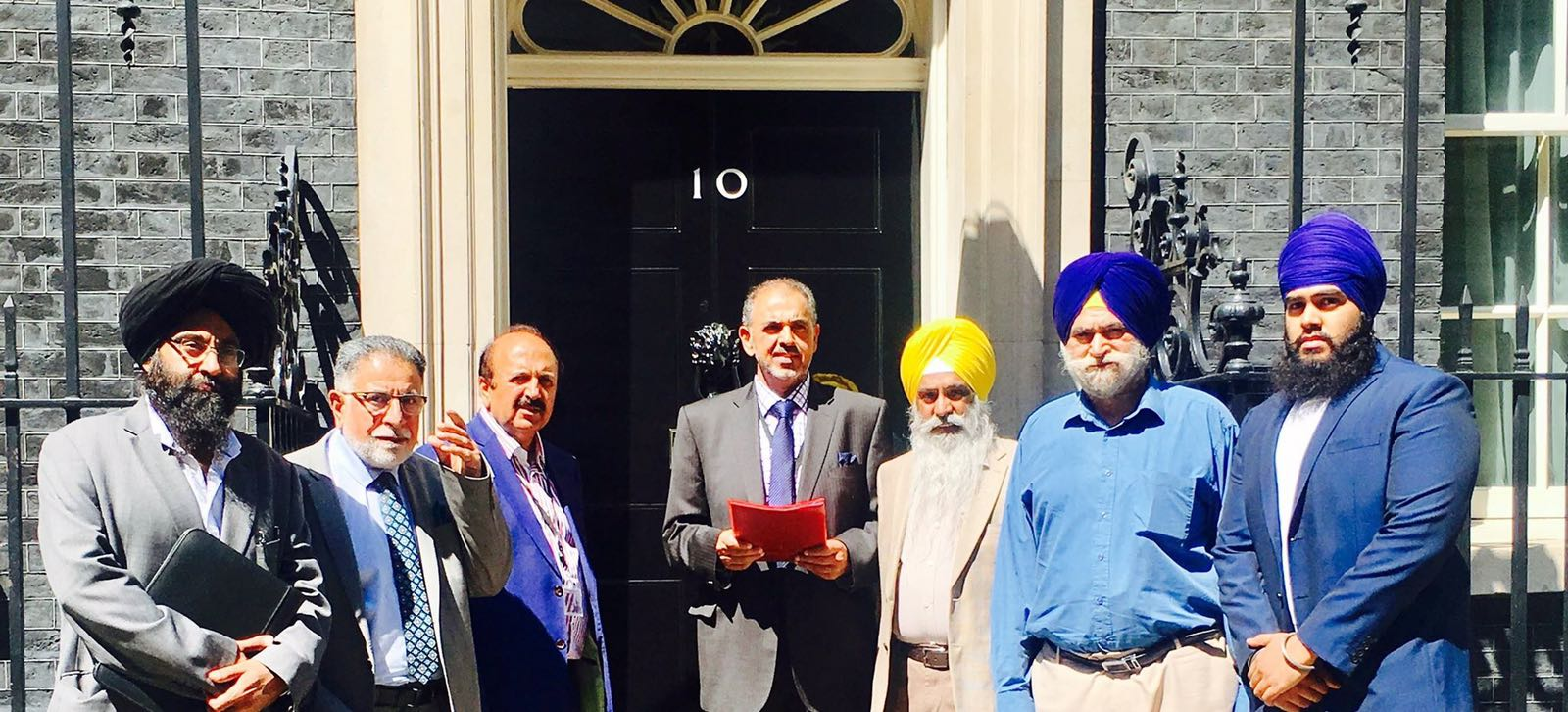 Uk muslims press for peace at 10 downing street - On 20 June 2017 A Delegation Of Sikhs And Kashmiris Delivered A Memorandum To The Uk Prime Minister Rt Honourable Theresa May At 10 Downing Street