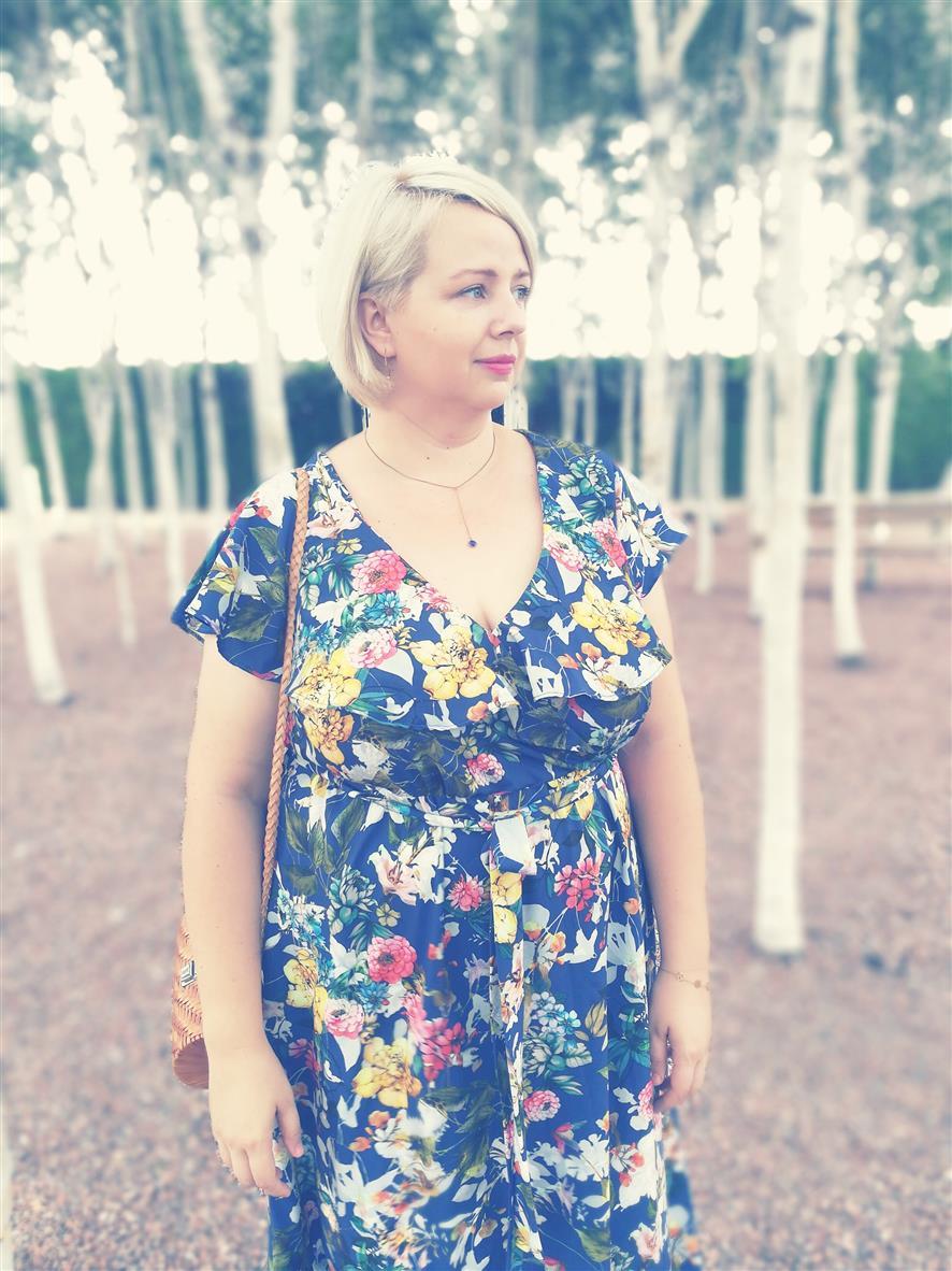 Tonąc w kwiatach - Sukienka maxi w tajemniczym ogrodzie