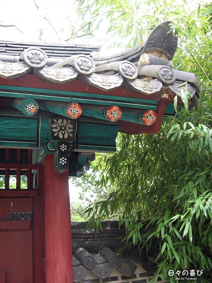 detail architecture porte coreenne jardin acclimatation