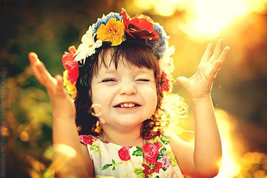 Baby Photos Wallpapers Girl Baby Kids Similing Playing With Pets And Praying
