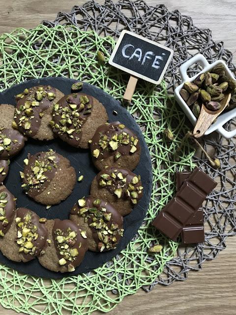 GALLETAS DE CAFÉ CON CHOCOLATE Y PISTACHOS RECETA