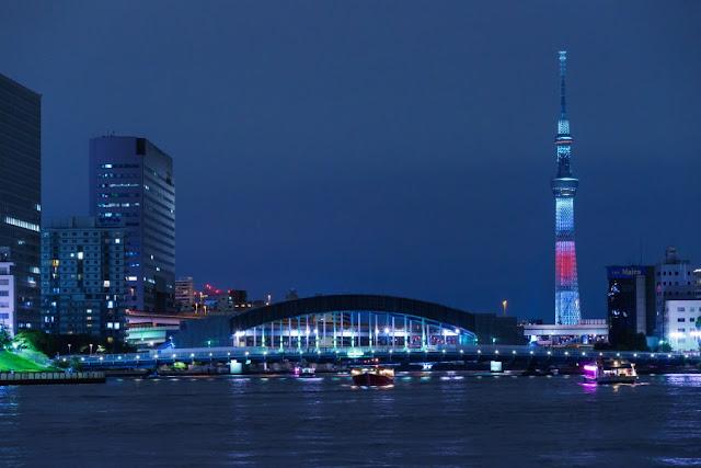 東京スカイツリー・日本国旗をイメージしたライティング
