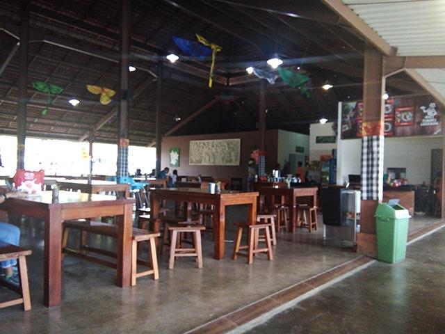 Taman Legenda TMII, kafe barong