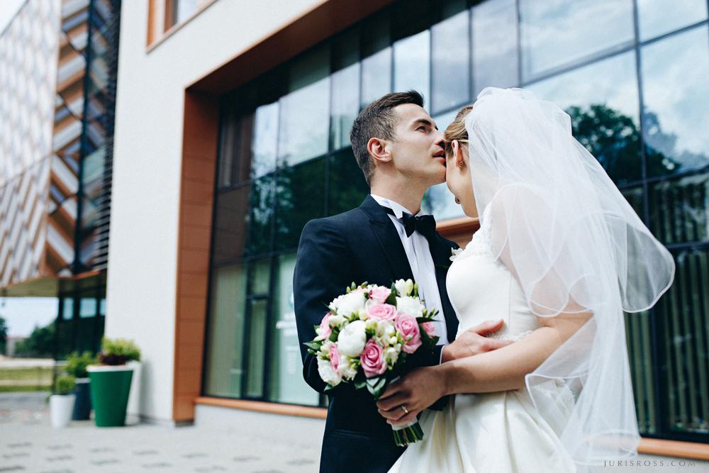 elegants kāzu pāris