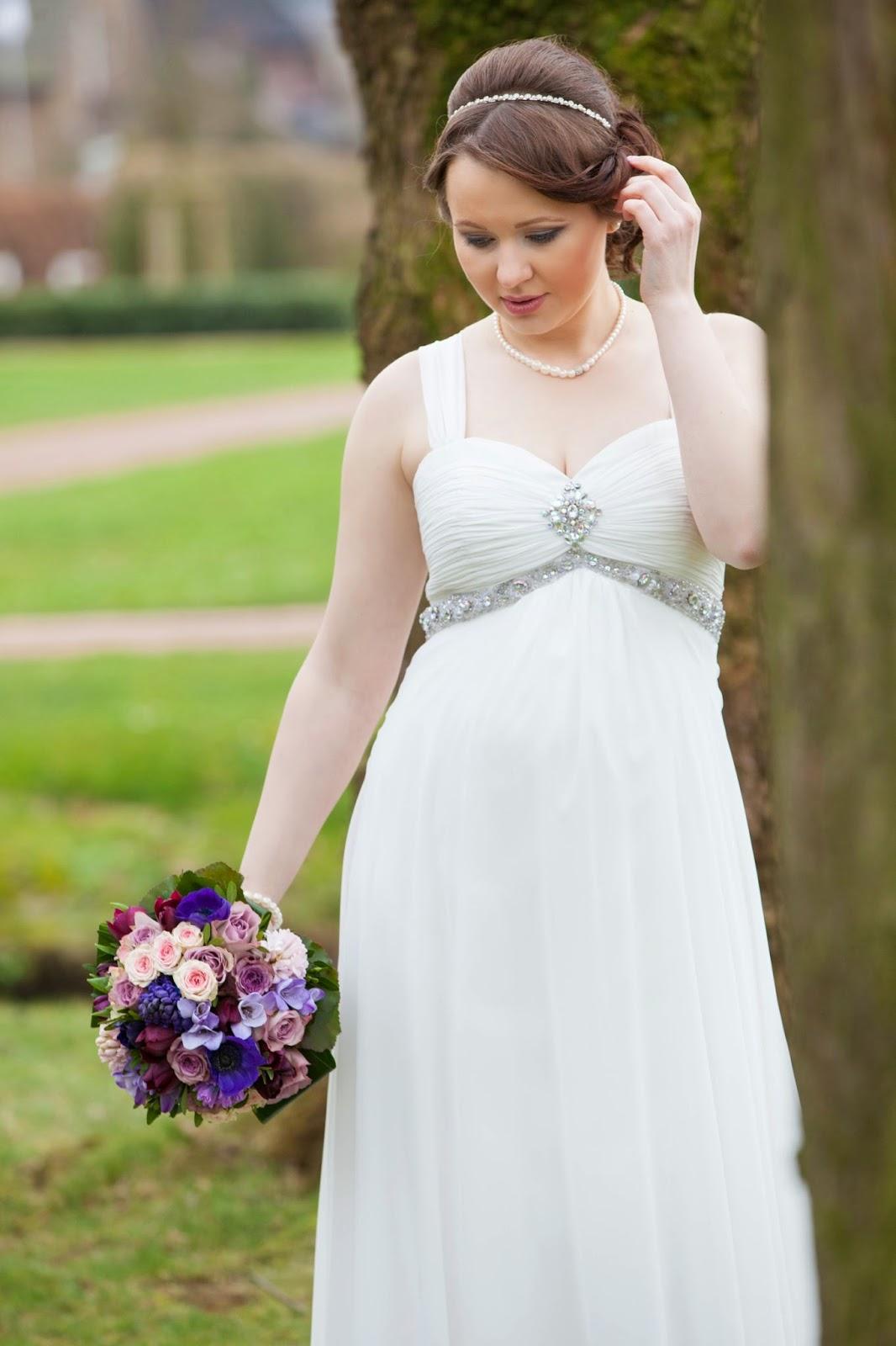 Brautkleid fürs Standesamt für Schwangere. Brautstudio Edelweiss.