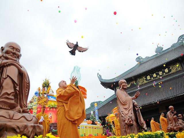 Bai Dinh Pagoda Festival opens in Ninh Binh 2