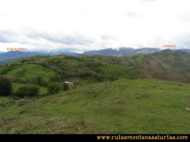 Ruta Ablaña Llosorio:  Vista del pico Brañavalera y Llosorio desde el pico Roíles
