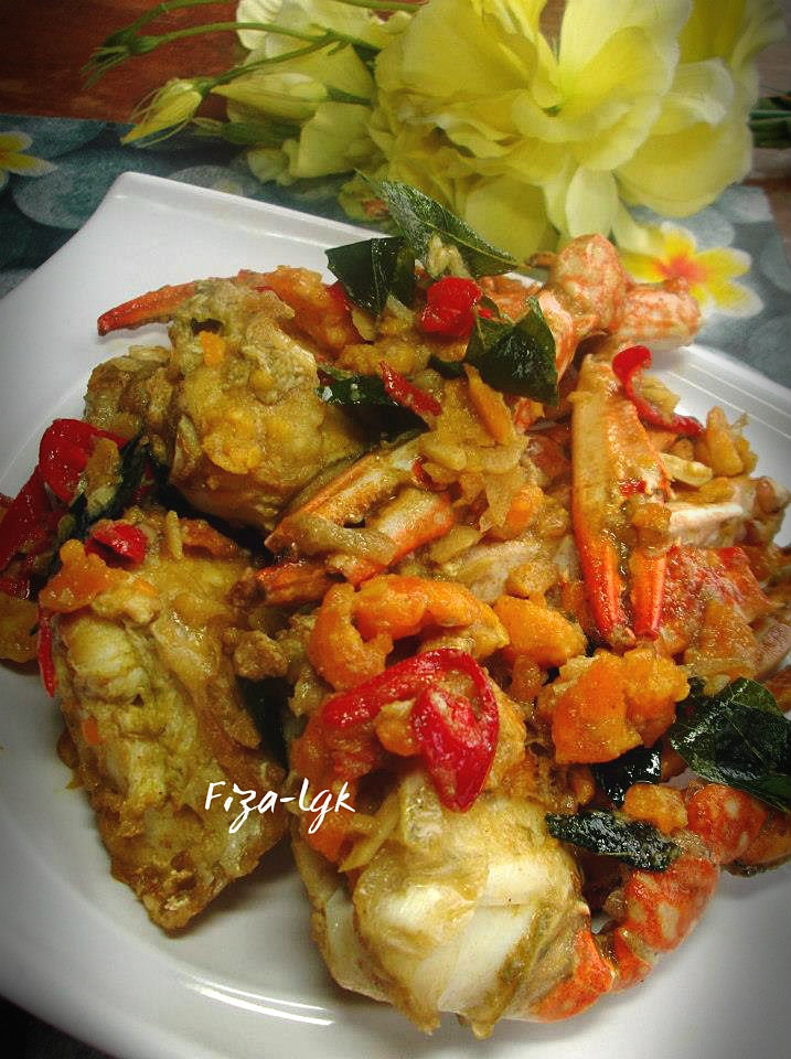 BUTTER CRAB WITH SALTED EGG | Fiza's Cooking