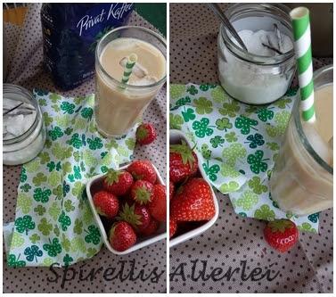 Kaffee mit Deko Erdbeeren