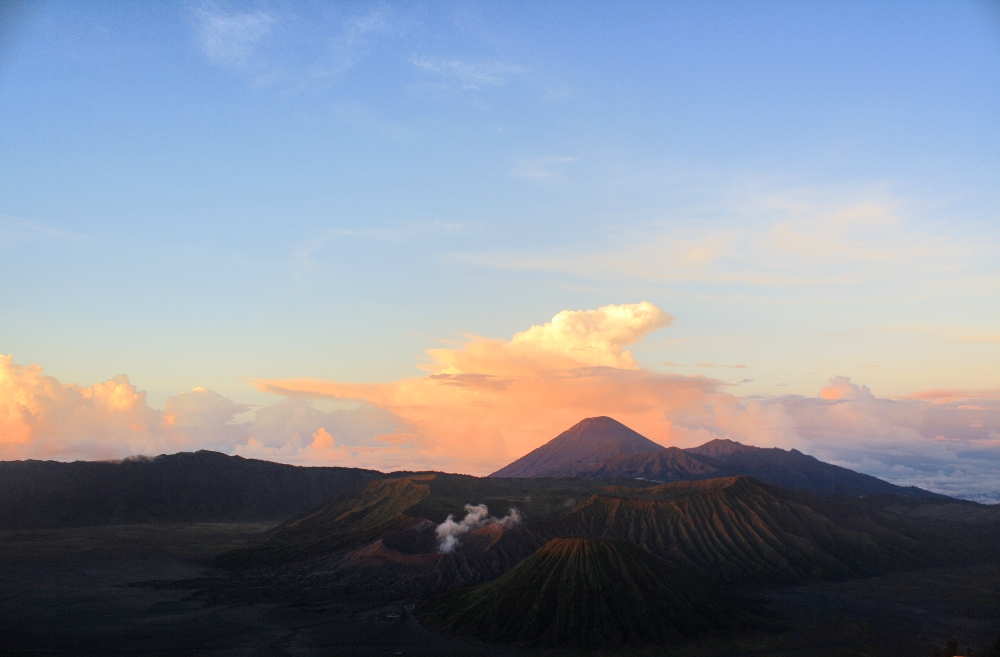 MOUNT BROMO TRIP ON DELUXSHIONIST TRAVEL