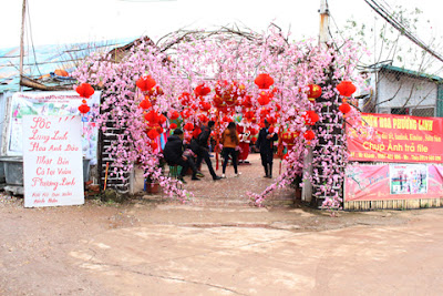 Cổng vườn hoa Nhật Tân