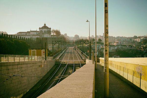 カテドラルから坂を下るとすぐにドンルイス1世橋の上