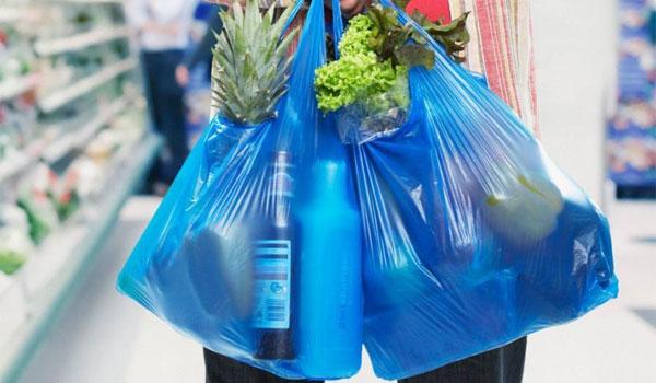 10,7 εκατομμύρια ευρώ από το μέτρο της πλαστικής σακούλας. Θα επιστραφούν στους πολίτες