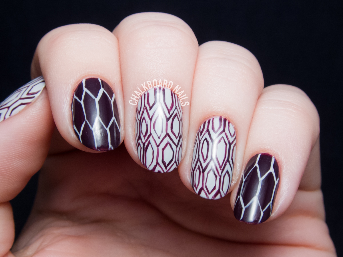 Plum honeycomb nail art by @chalkboardnails