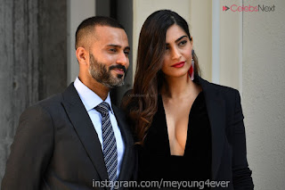 Sonam Kapoor looks absolutely fabulous in Black   .xyz Exclusive 003.jpg