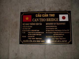 Placa en el Puente de Can Tho (Vietnam)