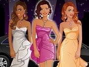 Estas tres mejores amigas son estrellas famosas de cine y están invitadas a un evento de alfombra roja esta noche. Pero antes necesitan elegir algunos vestidos. ¿Puedes hacer eso? Elige entre varios tipos de elementos: tops, pantalones, vestidos, peinados, joyas y zapatos. Incluso puedes cambiar el fondo de la alfombra roja también. Diviértete armando los 3 mejores trajes para estas hermosas estrellas.