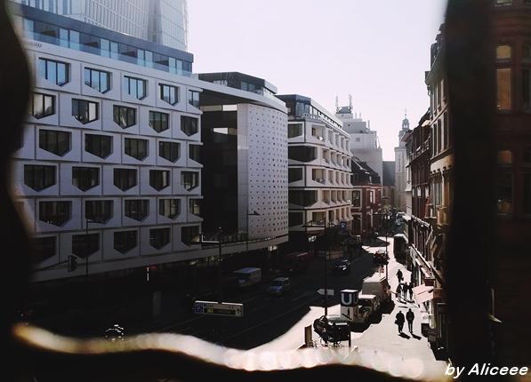 priveliste-Frankfurt-oras-modern
