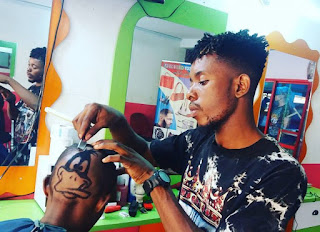 24125328 512568282434107 8486596377483149312 n 696x505 - Meet The Best Barber In Nigeria, He Carved Davido And Wizkid's Faces On Heads