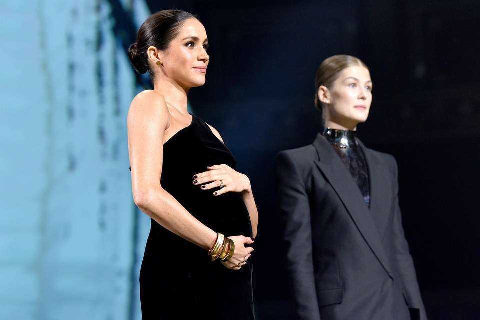 Pregnant Meghan Markle Shows Off Baby Bump in Black