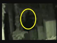 Penampakan Sosok Hantu Bayangan Tertangkap di Sebuah Kompleks Berhantu