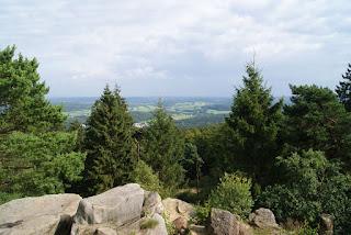 Ausblick vom Lippischen Velmerstot in die weite Landschaft