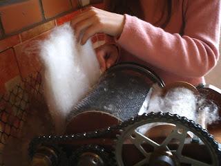 cardando lã
