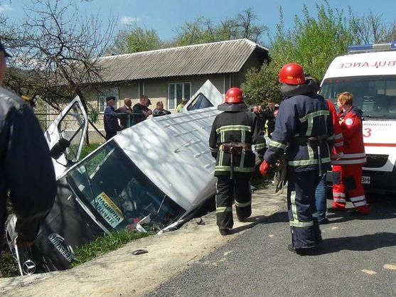 В Івано-Франківській області перекинувся рейсовий автобус, один пасажир загинув