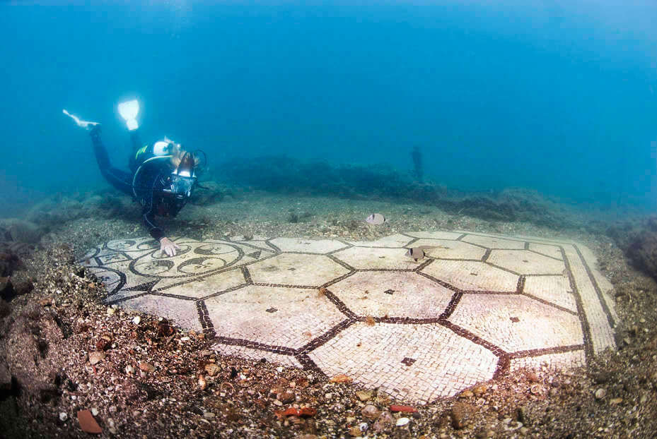 Mind-Blowing Pictures Unveil Sunken Town That Used To Be A Popular Resort of Roman High-Culture