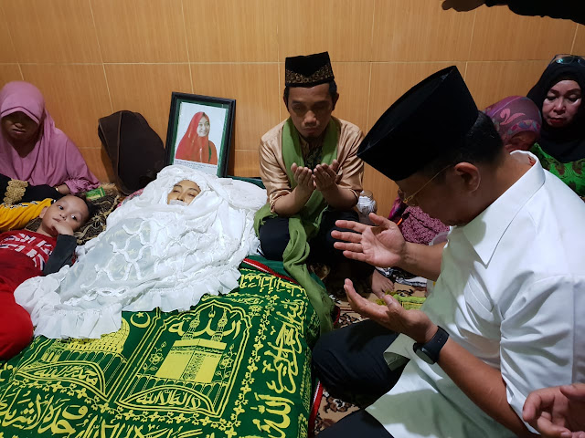 Wakapolda Sulsel Melayat ke Rumah Duka Istri Ustadz Nur maulana