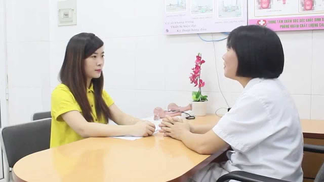 Chị em nên đi khám sớm để được bác sĩ chuẩn đoán nguyên nhân và tìm hướng điều trị