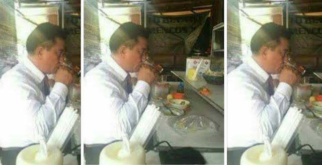 Yusril makan di warteg sendirian