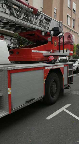 Incendio  Fondos de Segura, abierta la calle después de un incendio