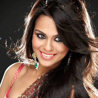 Sana Saeed Biography Age Height, Profile, Family, Husband, Son, Daughter, Father, Mother, Children, Biodata, Marriage Photos.