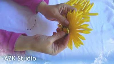 Memasang manik-manik mahkota matahari